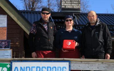 LC Funäsdalen har skänkt hjärtstartare